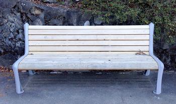 11木のベンチ.jpg