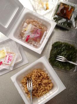 めかぶと納豆の2色丼 2調理.jpg
