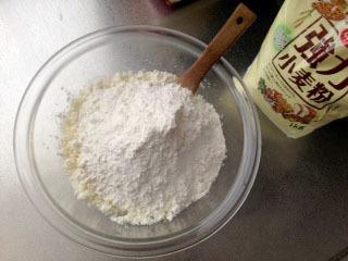 ニョッキ 小麦粉200g加える-1.jpg