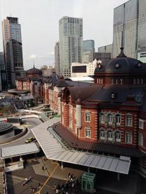 東京駅中 09 キッテのテラスから東京駅を望む.jpg