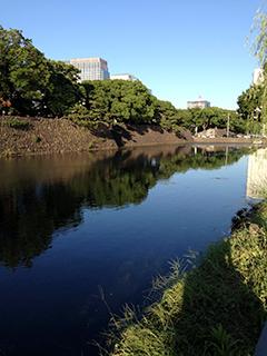 桜田門あたり 空と水.jpg