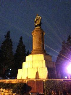 夜散歩 靖国神社の銅像-1.jpg