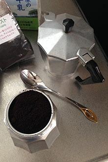 有田焼でマキアート02 コーヒーをセット.jpg