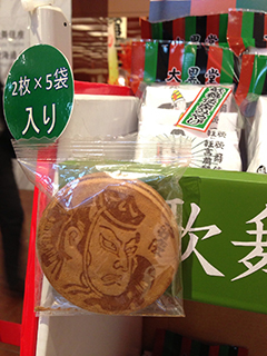 歌舞伎座 丸い瓦せんべい.jpg