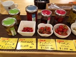 神楽坂ほおずき市 イタリア食材店 瓶詰試食の左.jpeg