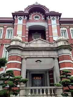 TSH外観 11天皇のための玄関.jpg